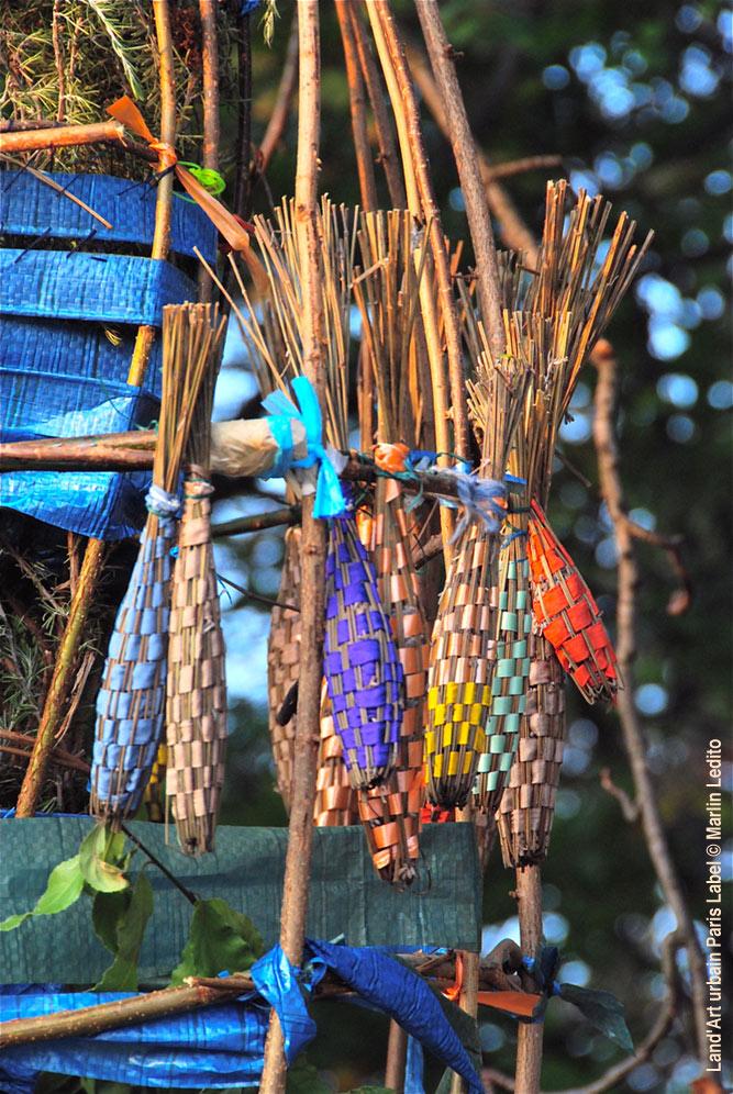 L'arbre à quenouilles du bois vibrant - Installation Sarah Quentin