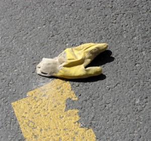 gant jaune tram porte dorée