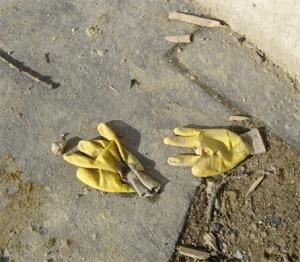 gants jaunes tram porte dorée