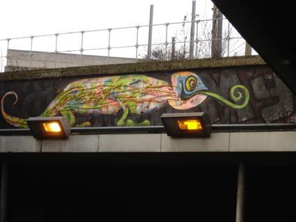 le caméléon du pont de la rue proudhon