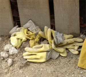 nids de gants du travail au chantier tram de paris - porte de vincennes