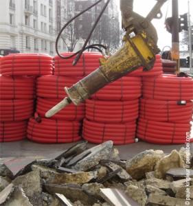 tuyaux rouges + marteau piqueur