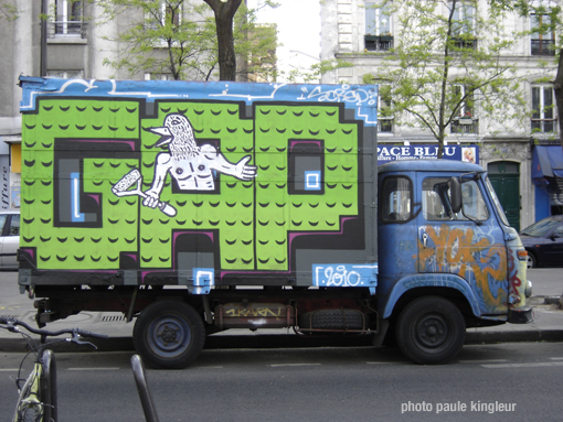 graff camion GAP & Zoo project (?) bd de belleville paris 20e, photo paule kingleur sur paris label