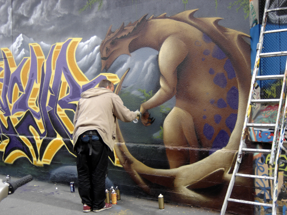 seyb et l'animal graff sur mur 20e, photo paule kingleur, paris label
