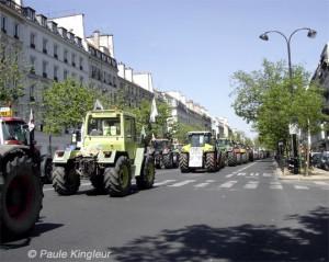 tracteurs comme des tanks dans paris, photo paule kingleur