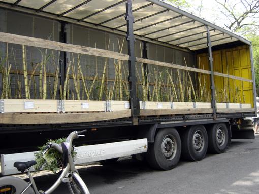 camion canne à sucre pour Nature Capitale aux champs elysées: journée de la biodiversité paris - photo paule kingleur