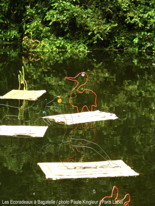 Journées de la biodiversité au parc de bagatelle du bois de boulogne à paris 16e : ecoradeaux réalisés par des enfants sous l'impulsion de paris label avec les artistes paule kingleur et anne maurange