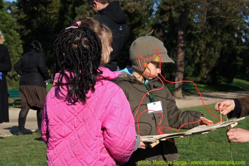 ecoradeau chauve-souris avec ses créateurs de maternelle -evenement biodiversité au lac daumesnil organisé par paris label