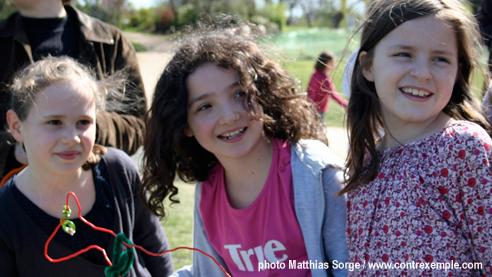 ecoradeau du renard enrhumé avec beau sourire des 3 filles - paris label pour la biodiversité 2010 à paris