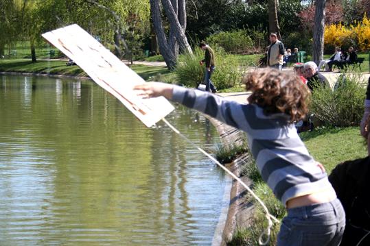 """vol d'ecoradeau au lac daumesnil - evenement """"y a du monde au lac"""" organisé par paris label / biodiversité 2010 à paris 12e"""