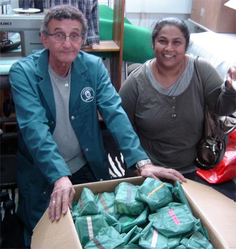 Atelier Emmaüs la Friperiue solidaire pour la fabrication des Potogreen - végétalisation des quartiers du 2e à Paris par Paris Label / Paule Kingleur