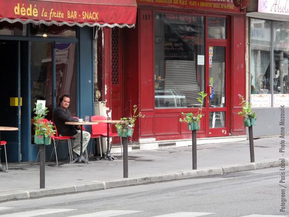 potogreen devant dédé la frite pour une végétalisation des quartiers du 2e, initiée par Paris Label - création Paule Kingleur - photo Anne Mazauric