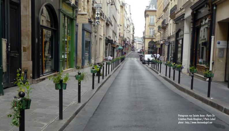 Potogreen® ou les petits jardins suspendus aux potelets des villes - ici à paris 2e . Création Paule Kingleur / Paris Label