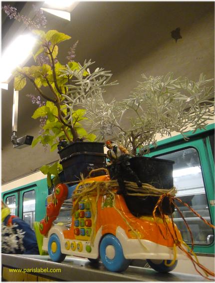 camion fleuri à la station de métro Nation - Paris Label sur une idée de Paule Kingleur pour Parking Day 2011