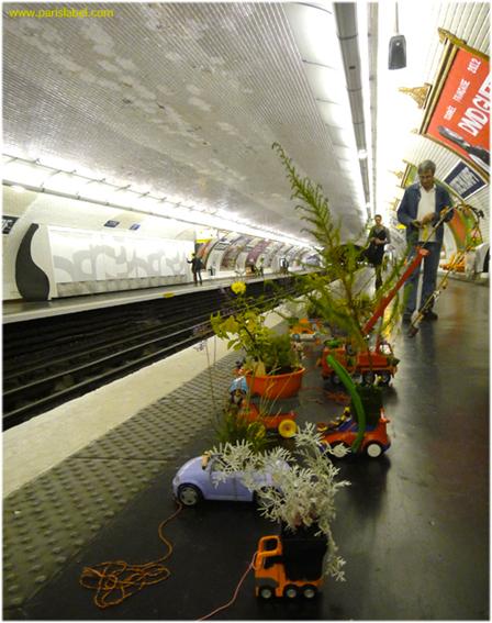 les camions-jouets végétalisés prennent le métro parisien - avec les amis de Paris Label...