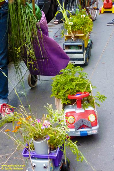 """camion-jardin réalisé par des enfants et leur père - """"Apporte ton camion, on va le planter !"""" pour Parking Day 2011 - Création Paule Kingleur"""