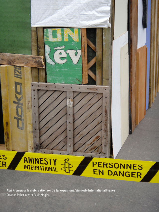 On Rev ? abri Rrom pour journée contre les expulsions arbitraires initié par Amnesty International - création et fabrication de l'Abri Rrom : Paule Kingleur et Esther Yaya