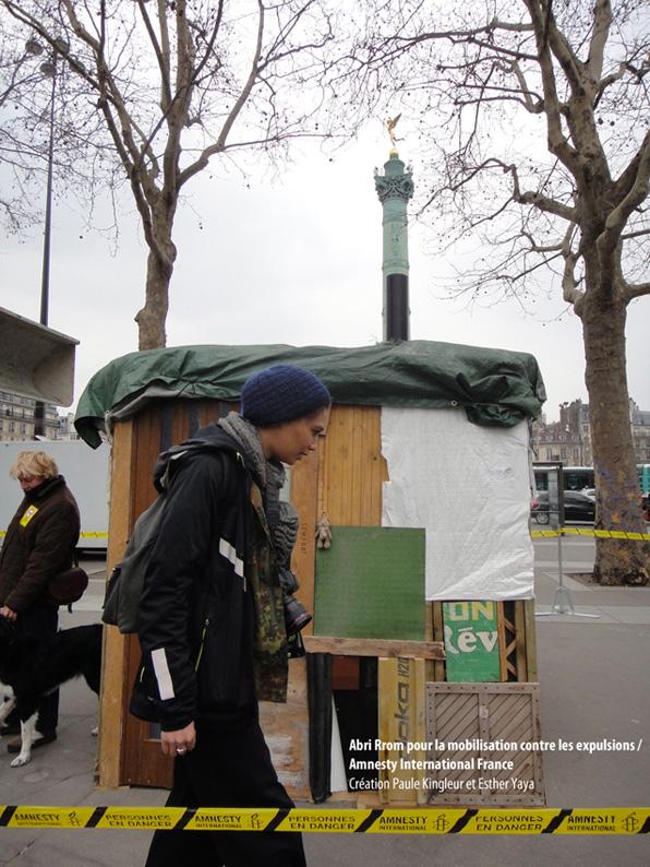Abri Rrom (place de la Bastille) que nous avons fabriqué pour la journée contre les expulsions des Rroms, initiée par Amnesty International France (Esther Yaya et Paule Kingleur)