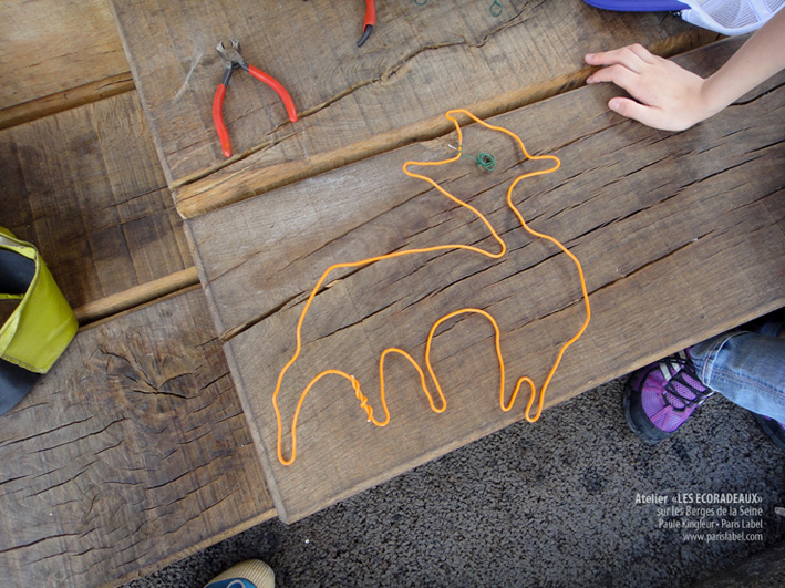 Ecoradeau renard d'une jeune touriste de tokyo lors des ateliers sur les Berges de la Seine, proposés par Paule Kingleur, été 2013