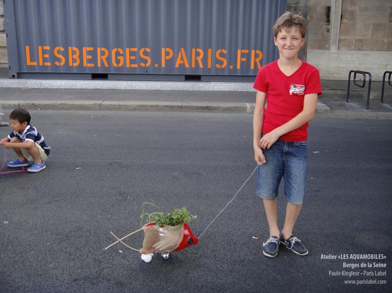 Aquamobile réalisé avec un débris d'aspirateur - atelier Paris Label par Paule Kingleur, été 2013 sur les Berges de la Seine