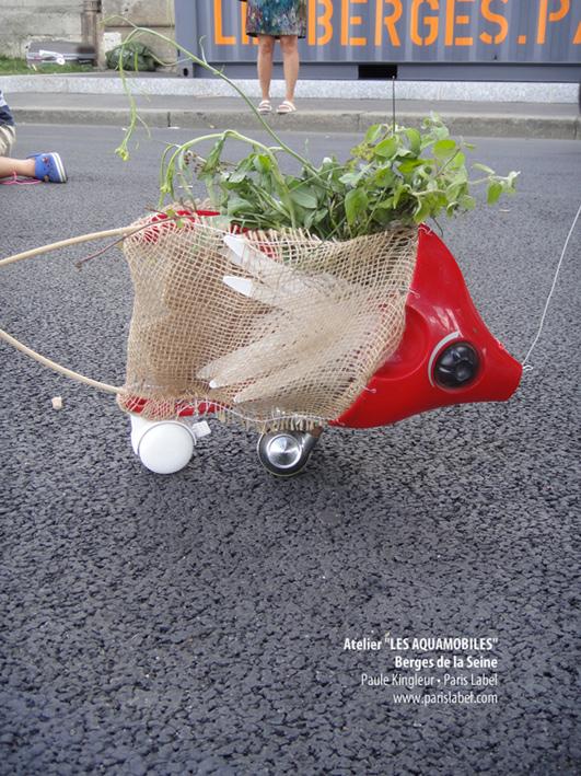 Aquamobile sur les Berges de la Seine, réalisé avec des matériaux recyclés sur une proposition de Paule Kingleur / Paris Label juillet-août 2013