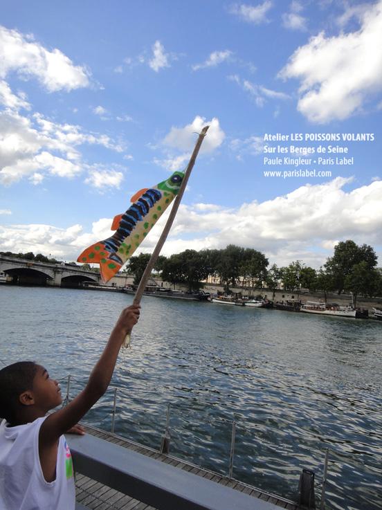 lucas et son poisson volant au dessus de la Seine, atelier proposé par Paule Kingleur / Paris Label