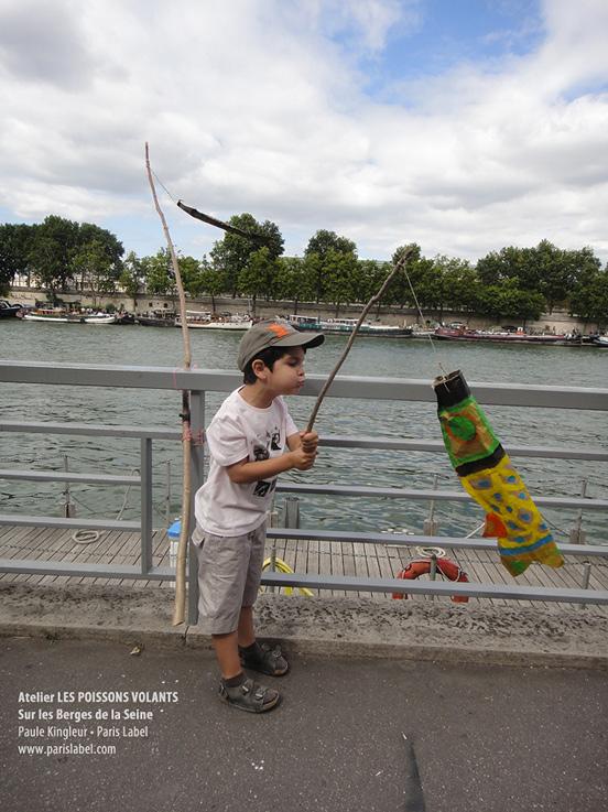Poisson Volant de Noé sur les Berges de Seine piétonnes, créé lors d'ateliers ludiques sur la biodiversité parisienne proposé par Paule Kingleur juillet et août 2013