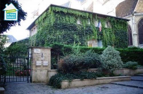 Végétalisation verticale sur mobiliers urbains Paris Label à la Maison des Acteurs du Paris Durable