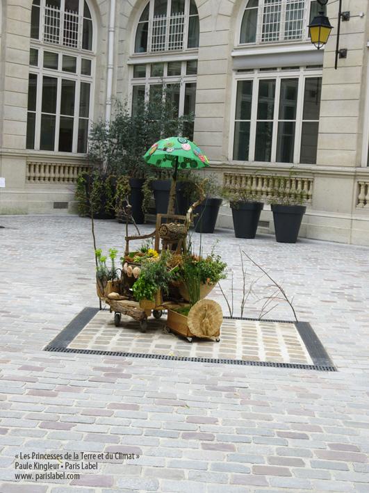 ensemble-trône-princesses-dans-cour-mairie-11e