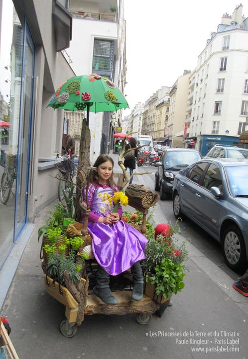 manon-princesse-devant-la-Trockette - Paris Label / Paule Kingleur