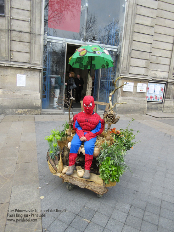 spiderman-paris-label-princesses-parvis-mairie-11e