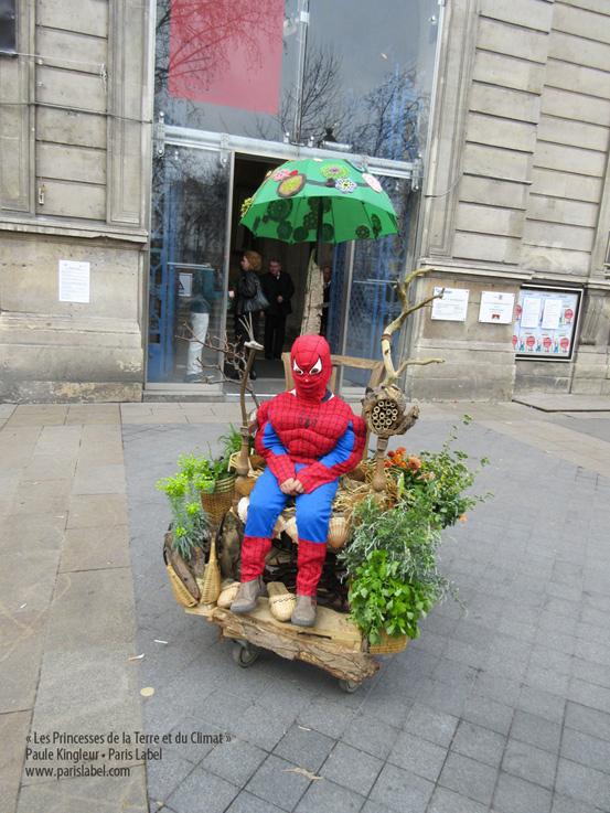 spiderman-paris-label-princesses-parvis-mairie-11e