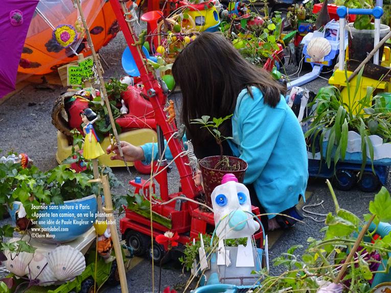 foule-camions-jardins-journée-sans-voiture-paris-label