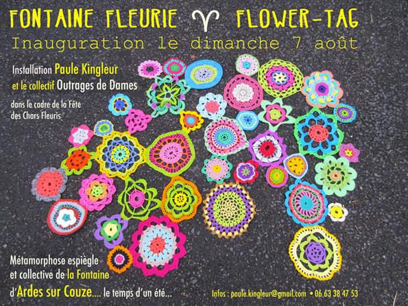 Fontaine yarn bombing - fleurs au crochet sur une idée originale de Paule Kingleur Août 2016 - Collectif Outrages de Dames