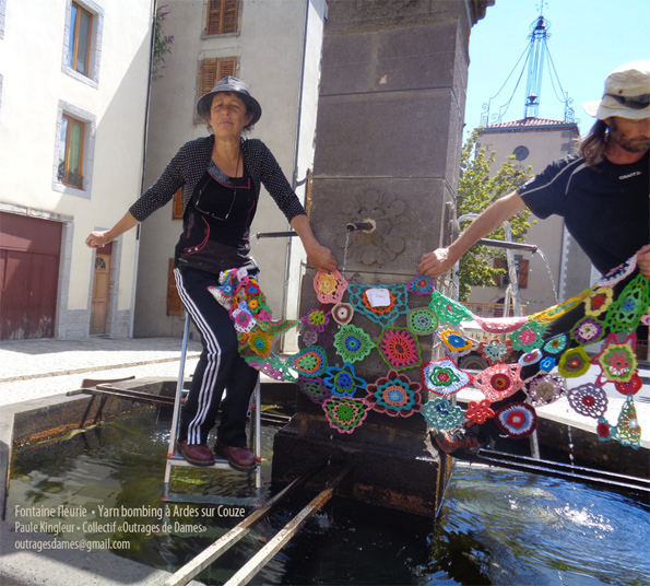 paule-kingleur-pose-fontaine-yarn-bombing-ok