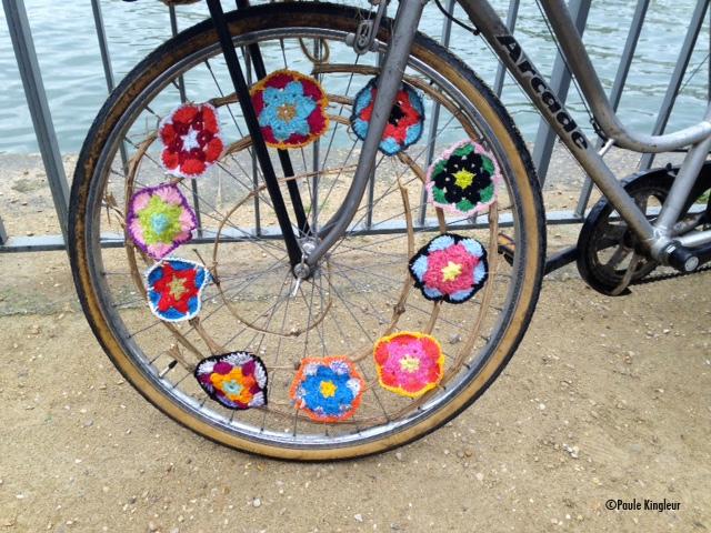 crochet-vélo-parade-sans-moteur-paule-kingleur