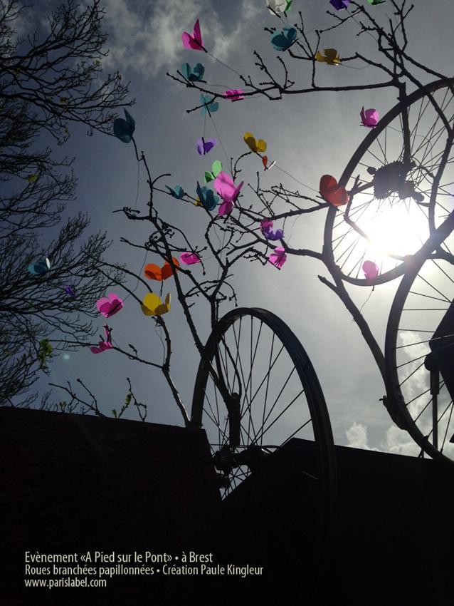 """Création de roues branchées avec papillons de Paule Kingleur, pour l'évènement """"A Pied sur le Pont"""" à Brest."""