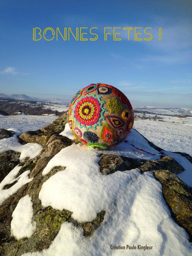 Boule de Noël géante par Paule Kingleur